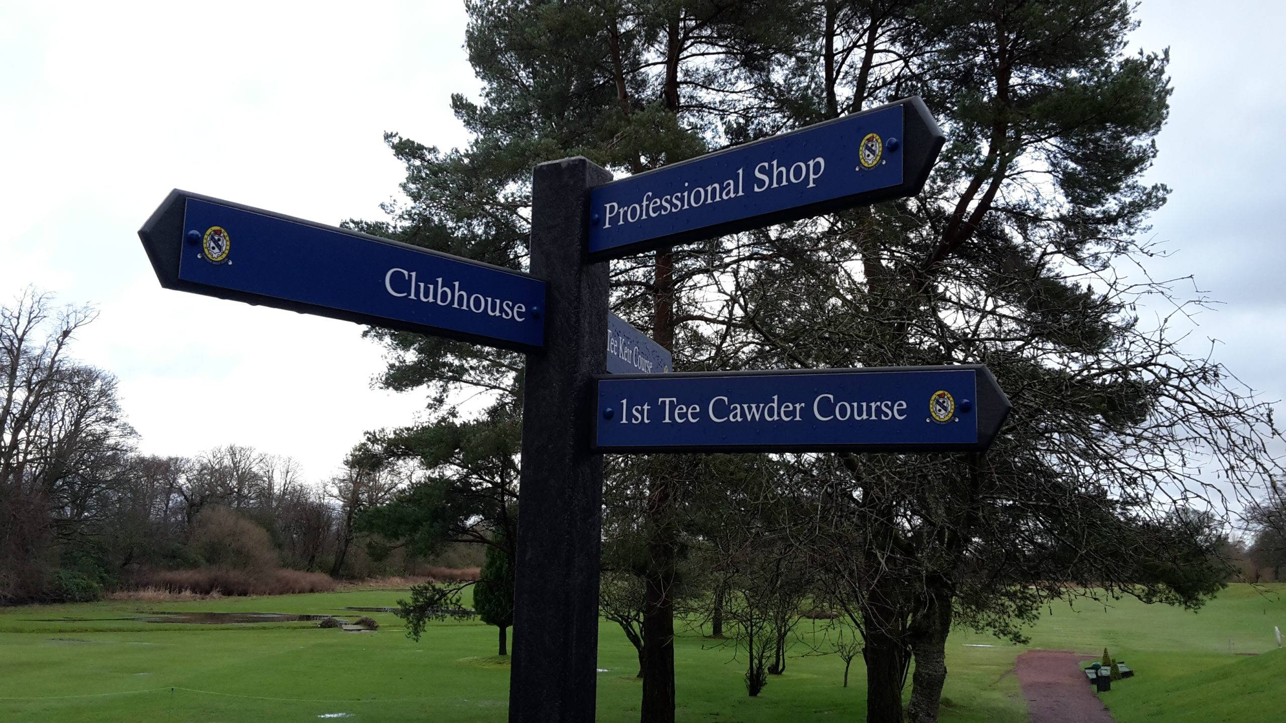 golf course sign